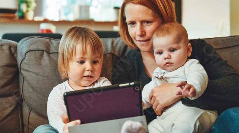 kids watching tab