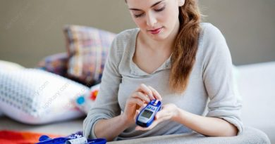girl with glucose meter